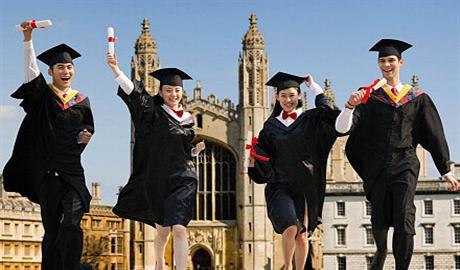 国际学生毕业后想留在美国难如愿 签证成最大障碍