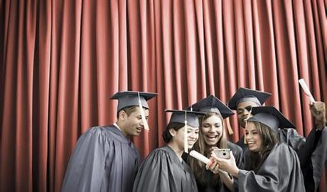 法国将放宽移民政策:设4年期居留证 惠及留学生